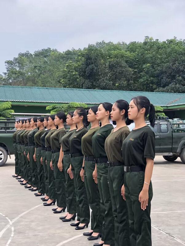 【画像】ミャンマーの女軍隊さん、とってもH