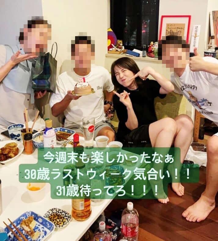 【画像】弘中綾香アナが男と密な宅飲みパーティー