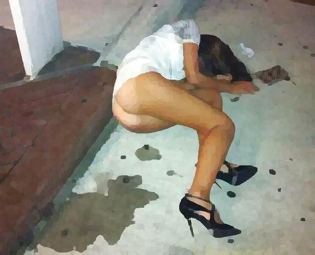 【画像】路上飲みで酔い潰れたギャル、極めてエチエチwww