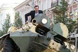 リトアニアの市長が違法駐車にブチギレ→装甲車でベンツを踏みつぶす