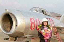 【カメコ】女性パイロットの訓練視察 金正恩氏、自ら撮影も